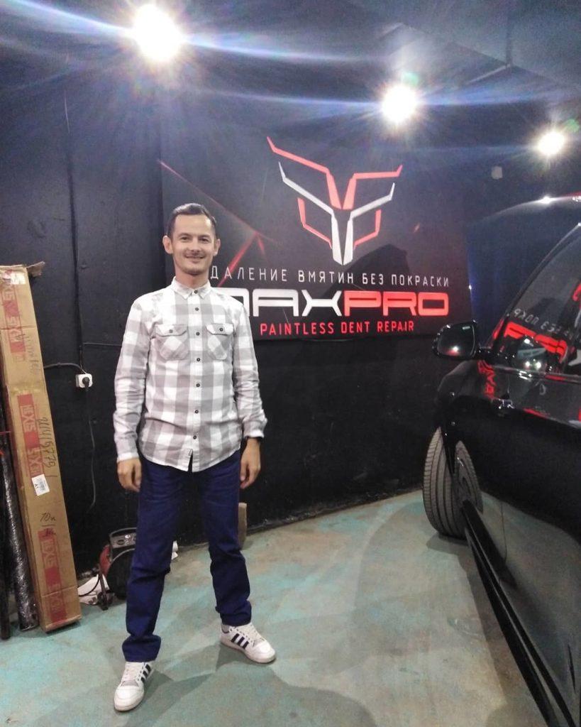 Равшан Зайнуллин фото в автостудии